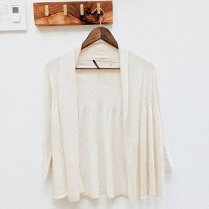 2/40🌸 Ellie Tahari Cream cardigan